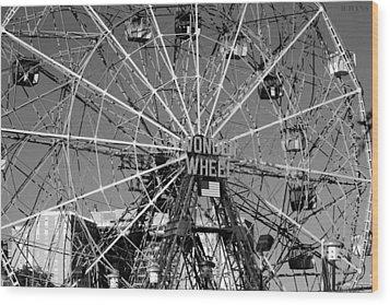 Wonder Wheel Of Coney Island In Black And White Wood Print