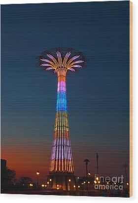 World Famous Parachute Jump In Coney Island Beach Wood Print