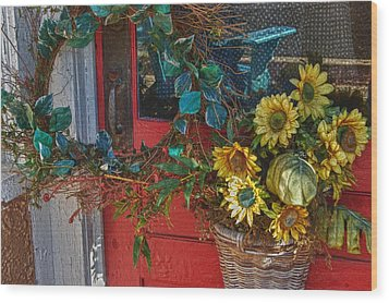 Wreath And The Red Door Wood Print by Michael Thomas