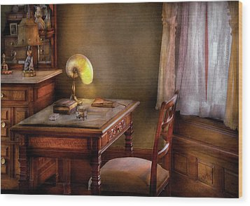 Writer - Desk Of An Inventor Wood Print by Mike Savad