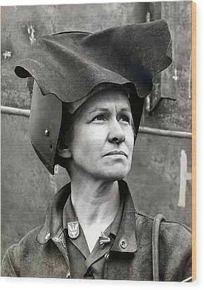 Wwii Rosie The Riveter Wood Print by Historic Image