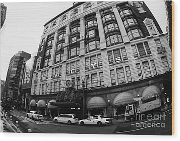 yellow cabs wait outside Macys at Broadway and 34th Street Herald Square new york Wood Print by Joe Fox