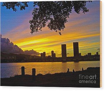 Yellow Skies Over Honolulu - No.2004 Wood Print