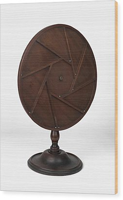 Young's Perpetual Motion Machine Wood Print by Science Photo Library