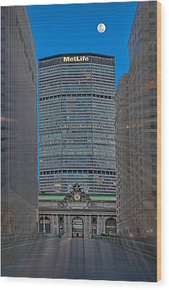 Zooming Into Grand Central Wood Print by Susan Candelario