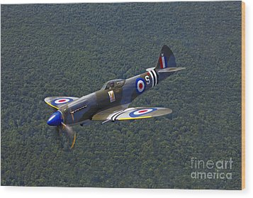 A Supermarine Spitfire Mk-18 In Flight Wood Print by Scott Germain
