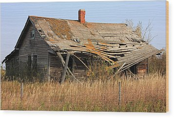 Abandoned Alberta Prairie Home Wood Print by Jim Sauchyn