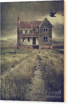 Abandoned Eerie Farmhouse With Dark Clouds Wood Print by Sandra Cunningham