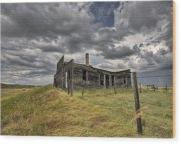 Abandoned Farmhouse Saskatchewan Canada Wood Print by Mark Duffy