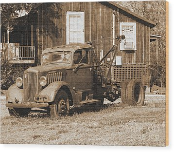 Antique Tow Truck Wood Print by Barbara Bowen
