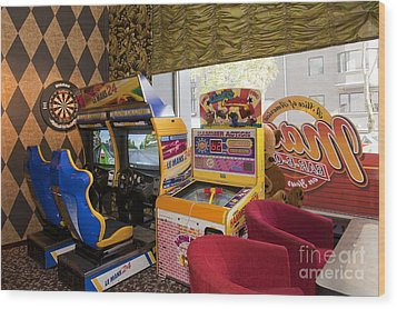 Arcade Game Machines At A Diner Wood Print by Jaak Nilson