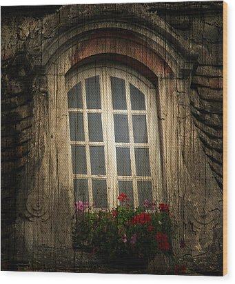 As She Waits Wood Print by Jerry Cordeiro