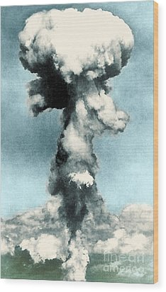 Atomic Bombing Of Nagasaki Wood Print by Science Source