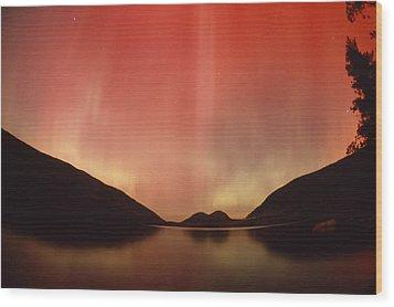 Aurora Borealis Over Jordan Pond Wood Print by Michael Melford