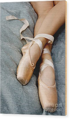 Beauty Is The Pointe Wood Print by Kim Fearheiley