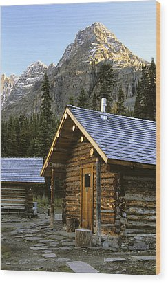Cabin In Yoho National Park, Lake Wood Print by Ron Watts