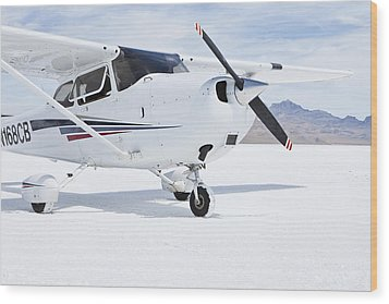 Cessna Aircraft On Bonneville Salt Flats Wood Print by Paul Edmondson
