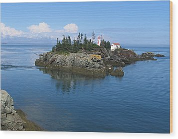 East Quoddy Lighthouse Wood Print by Bob Davis