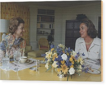 First Lady Betty Ford And Happy Wood Print by Everett