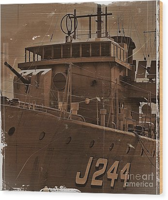 Wood Print featuring the photograph Hmas Castlemaine 4 by Blair Stuart