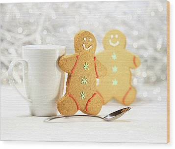 Hot Holiday Drink With Gingerbread Cookies  Wood Print by Sandra Cunningham