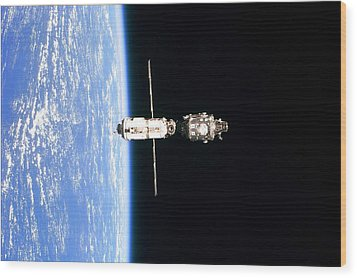 International Space Station In 1999 Wood Print by Everett