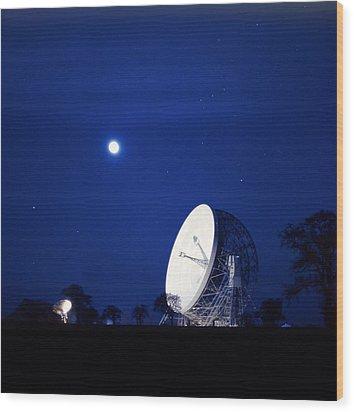 Jodrell Bank Observatory Wood Print by Richard Kail