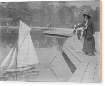 New York City, Start Of Toy Yacht Race Wood Print by Everett
