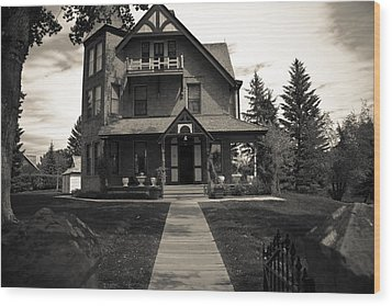 Old House Wood Print by Darren Langlois