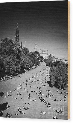 Princes Street Gardens On A Hot Summers Day In Edinburgh Scotland Uk United Kingdom Wood Print by Joe Fox