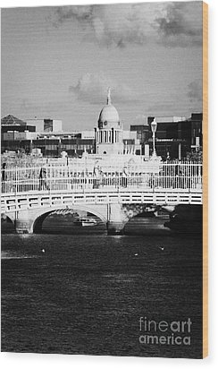 River Liffey Dublin City Center Wood Print by Joe Fox