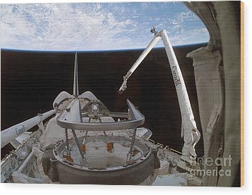Space Shuttle Discoverys Payload Bay Wood Print by Stocktrek Images