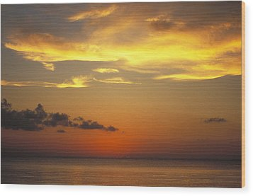 Sunset On Horizon Of Caribbean Sky Wood Print by James Forte