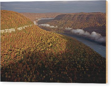 The Tennessee River Cuts Through Signal Wood Print by Stephen Alvarez