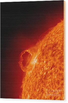 Solar Prominence Wood Print by Science Source