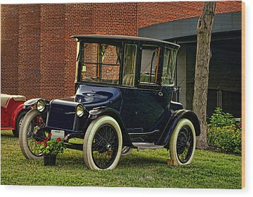 1917 Detroit Electric Model 68 Wood Print by Tim McCullough