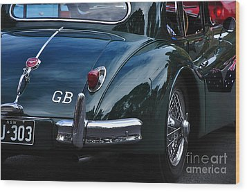 1956 Jaguar Xk 140 - Rear And Emblem Wood Print by Kaye Menner