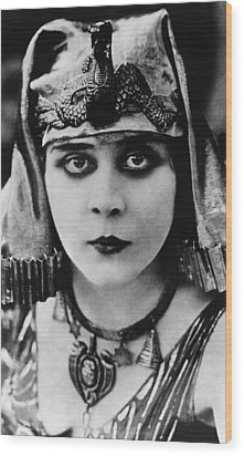 Cleopatra, Theda Bara, 1917 Wood Print by Everett