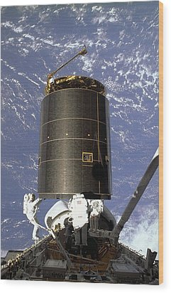 Intelsat Vi, A Communication Satellite Wood Print by Everett