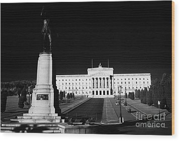 Lord Carson Statue At The Northern Ireland Parliament Buildings Stormont Belfast Northern Ireland Uk Wood Print by Joe Fox