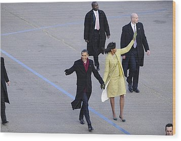President And Michelle Obama Wave Wood Print by Everett