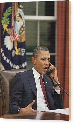 President Barack Obama Talks Wood Print by Everett