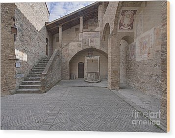 Palazzo Comunale Wood Print by Rob Tilley