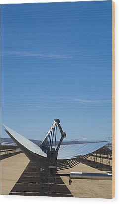 Solar Parabolic Mirror, California, Usa Wood Print by David Nunuk