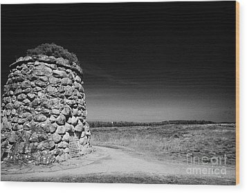the memorial cairn on Culloden moor battlefield site highlands scotland Wood Print by Joe Fox