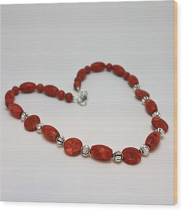 3612 Red Coral Necklace Wood Print by Teresa Mucha