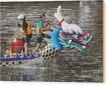 Scene From The Dragon Boat Races In Kaohsiung Taiwan Wood Print by Yali Shi