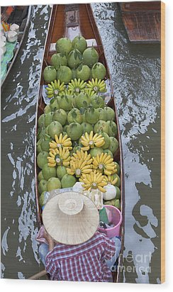A Boat Laden With Fruit At The Damnoen Saduak Floating Market In Thailand Wood Print by Roberto Morgenthaler