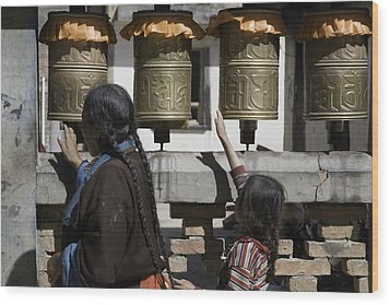 A Buddhist Woman And Child Spin Brass Wood Print by David Evans