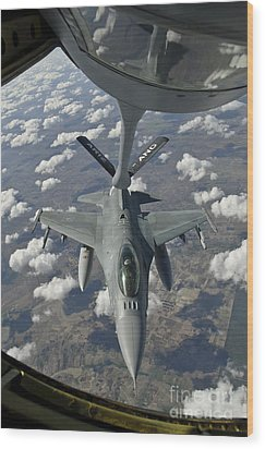A Chilean Air Force F-16 Refuels Wood Print by Giovanni Colla